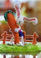 Зайчик с морковкой(Амигуруми)