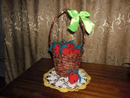 Корзинка с ягодой.