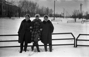 У перекрестка с подружками...1978 год.