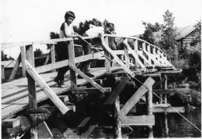 На фабричном мосту