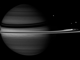 Сатурн со своими спутниками
