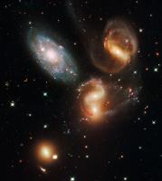 Квинтет Стефана ( дальность - 300 000 000 св. лет )  Обновленный телескоп Хаббл