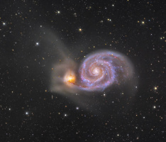 Галактика Водоворот ( дальность  - 31 000 000 свет .лет )