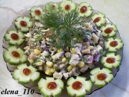 Салат-настроение(огурцы,кукуруза,солёные огурцы,вар.картошка,вар.мясо и т.д)заправить майонезом