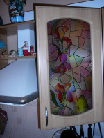 Имитация витража на кухонном гарнитуре