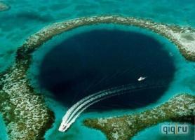 Черная дыра среди океанского рая