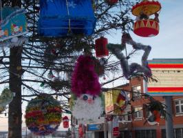 Детские игрушки на городской ёлке