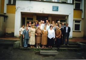 Фотография на память! Лето 2003 - 30 лет с момента окончания второй средней школы.