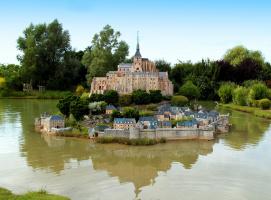 Замок Мон-Сен-Мишель в миниатюре