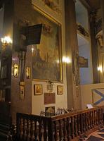 Это могила М.И. Кутузова в Казанском соборе С. Петербурга. Почему над могилой нет православного креста? (2 снимка)