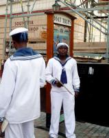 Откуда у моряков большие  воротники и ленточки на бескозырках?