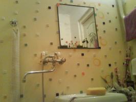 Зеркало декорированное с помощью самоклеющейся пленки