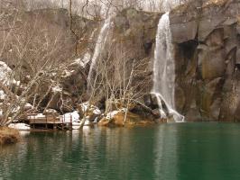 Водопады-водопады, шумно падает вода...