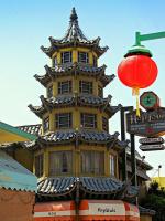 Китайская пагода с ресторанами внутри