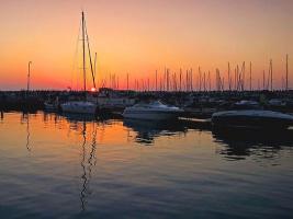 Спокойной ночи, катера и яхты, а день уж клонится к закату...