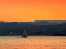 Оранжевый вечер на Красном море