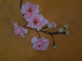Ветка орхидей с конфетами.
