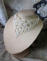 Колье- стойка кремового цвета