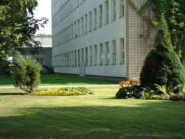 Угол исследовательского корпуса ботанического сада