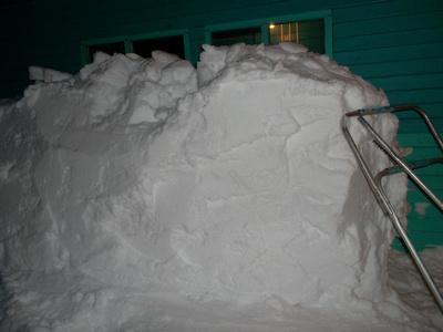 Снегу навалило! Как разгрести и увезти, что бы спину не надорвать?