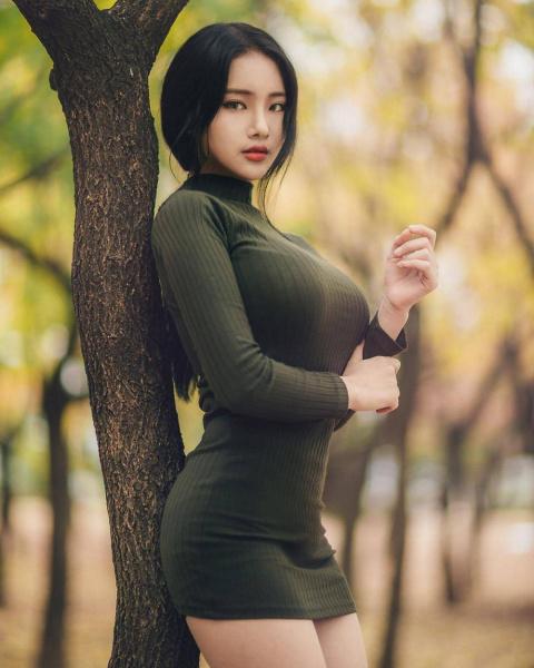 Обтягивающая красота на фотографиях красивых девушек