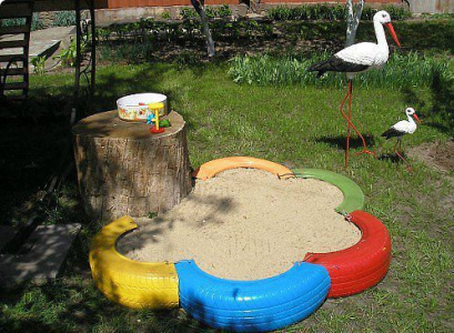 Песочница из старых шин