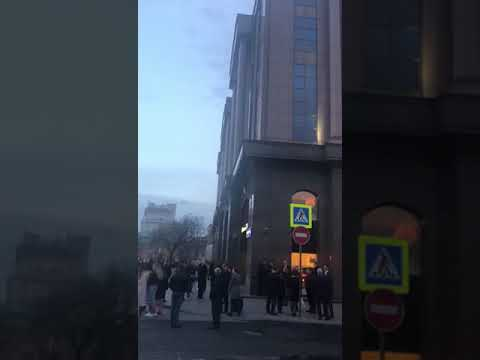 В центре Москвы загорелся бизнес-центр Новинский