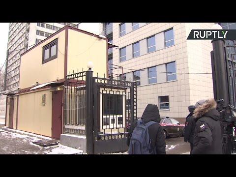 RT ведёт трансляцию от здания СК, где допрашивают Улюкаева
