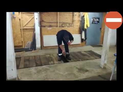 Эффектный взрыв петарды в гаражной яме