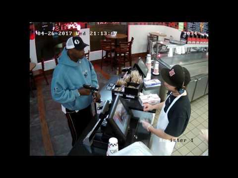 В соцсетях поразились спокойствию кассира кафе в США во время ограбления
