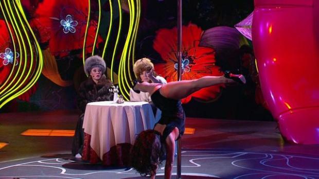 Обычный вечер в стриптиз-клубе. Разрывной номер от Comedy Woman