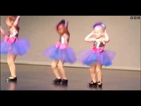Маленькие балерины заставили…