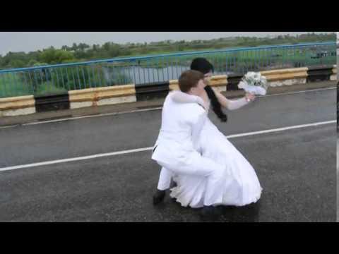 Невеста тащит жениха В ЗАГС!