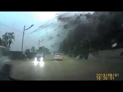 Водитель стал свидетелем настоящего чуда… Не сводите глаз с белой машины!