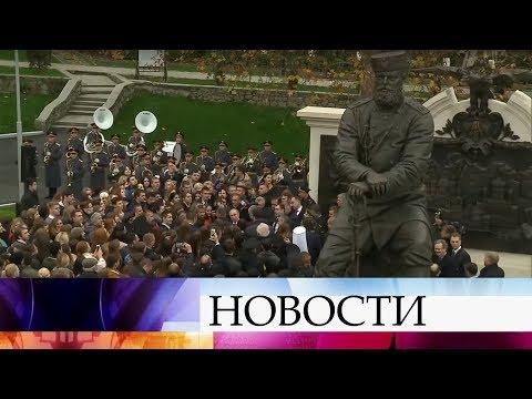 На открытии памятника Алекса…