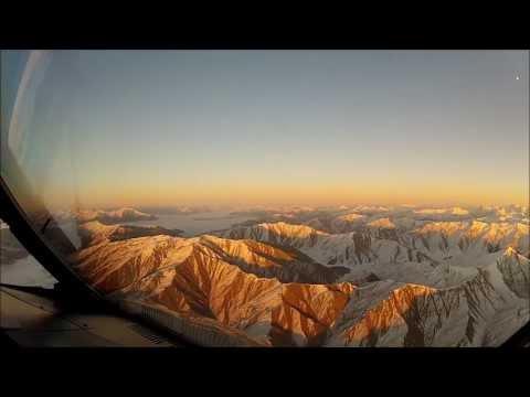 «Это то, что видит пилот и, к счастью, не видит пассажир» — видео пилота, который поразил Фейсбук!