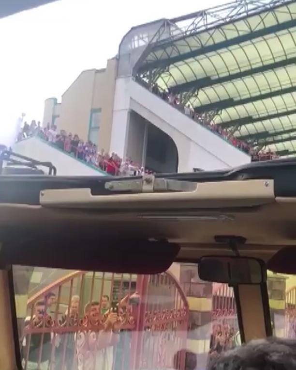 Марадона приехал на матч в броневике
