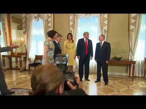 Совместное фото Владимира Путина и Дональда Трампа перед началом переговоров в Хельсинки