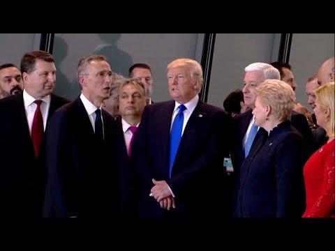 Дональд Трамп грубо оттолкну…