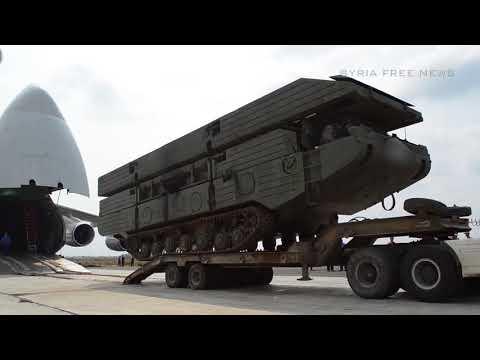 Выгрузка паромно-мостовых машин на авиабазе Хмеймим