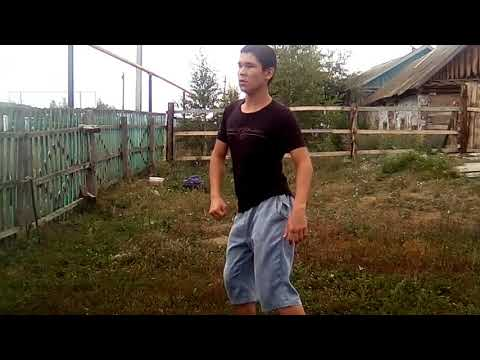 Башкирский парень записывает странные танцы, чтобы попасть в шоу к Малахову