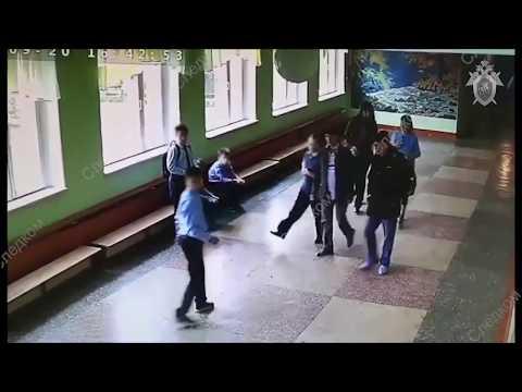 Избиение школьника отцом дру…
