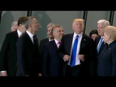 Трамп грубо подвинул черногорского премьера! Это нужно видеть