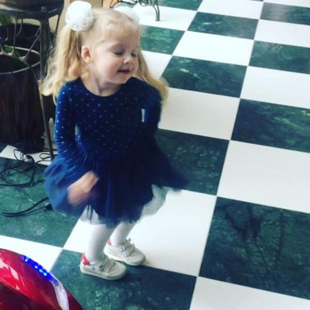 Вся в маму: Алла Пугачева показала, как «жжет» ее дочь Лиза