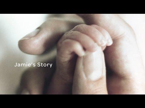 Мать взяла на руки малыша, у…
