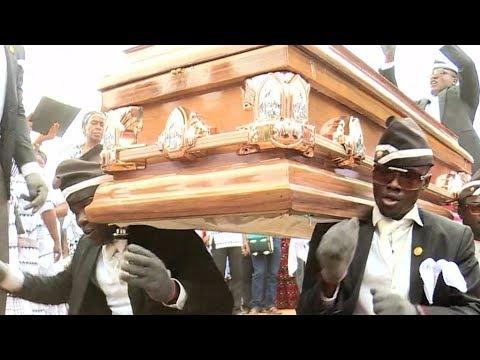 Танцоры из Ганы доказали, что похороны — это весело и стильно