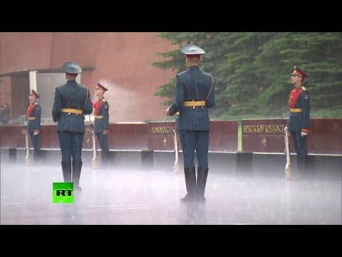Путин отказался от зонта на …