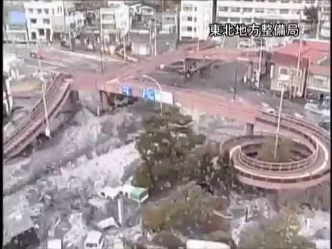 Ужасное цунами в Японии — за…