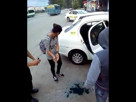 Таксист заставил пассажиров-…
