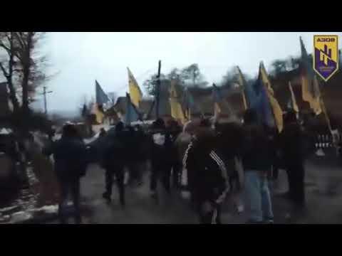 Видео террора боевиков «Азова» шокировало Сеть